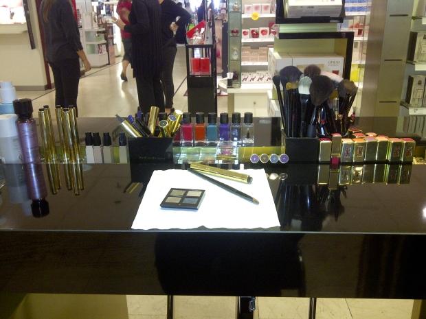 stand-maquillage-ysl